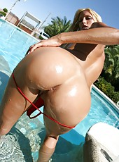 Beautiful bitch Cassie Young shows her sexy ass and juicy hole