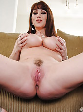 All natural milf with beautiful pale skin and delicious natural boobs RayVeness