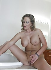 Jolly porn actress Nikki Sexx enjoying her friend