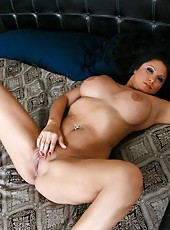 Fat milf Sophia Lomeli posing in panties and fingering pussy in her bedroom