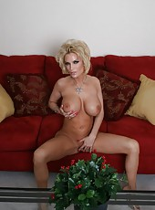 Voluptuous milf Diamond Foxxx showing big tits and fingering very hard