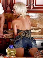 Sexy cooking lessons with a playful and horny blonde babe Torrey Pines