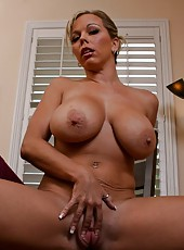 Curvy lady Amber Lynn Bach demonstrates us her great forms in the morning