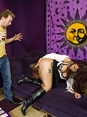 Great anal penetration of a hot and experienced lady Syren De Mer