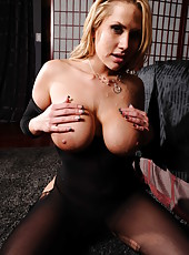 Breathtaking milf Alanah Rae getting a hardcore penetration from her boyfriend