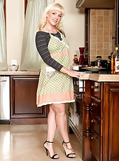 Cocky mom Heidi Mayne posing in the kitchen and showing marvelous ass