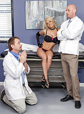 Excellent blonde sweetie with great tits Helly Hellfire seduces her doctor like a cougar