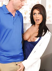 Super busty milf Jessica Jaymes knows how to seduce a man with big cock