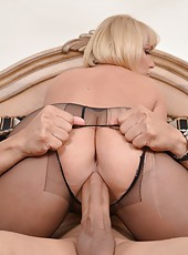 Winsome flapper Mellanie Monroe takes off stockings and gets pounded