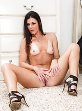 Lovely whore India Summer want you to get to know her more deeply