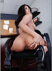 Passionate brunette lady Ruby Rayes rubs her clit and sucks a dick