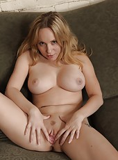 All natural milf Aiden Starr takes sperm on the tongue after hot pounding