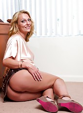 Mesmerizing pornstar Brenda James showing her big ass and masturbating