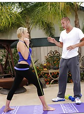 Blonde Mia Malkova starts sucking his dick and continues outdoor fucking