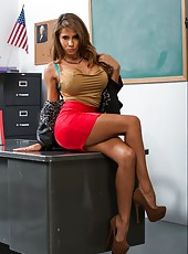 Tanned girl Madison Ivy demonstrates her body and a crazy fuck