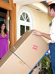 Super hot ass big tits brunette gets her amazing body fucked by the moving company for a hot tip