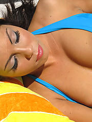 Hot ass chick is passed out and gets fondled pool side!