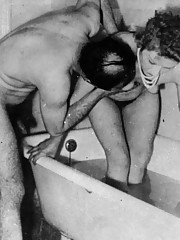 Several ladies from the fifties bathing very sexy and wet