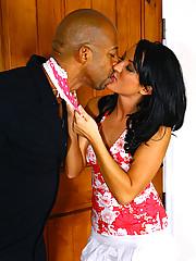 Deena Daniels Wraps Her Lips Around Shane