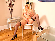 Classic pin up cougar teases her sweet pussy at Anilos