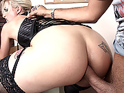 Big ass hunter gettting her butthole fucked hard