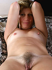 Classy Anilos lady tortures her cougar snatch with a dildo
