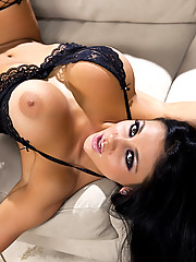 """Audrey Bitoni strips out of lingerie before showing off her smokin hot body"""