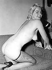 Several sexy vintage blonde girls posing nude