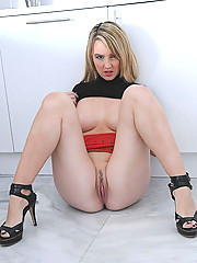 Teen british mistress karlie spread