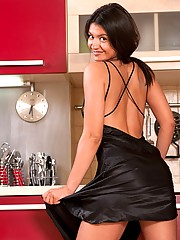 Slender minx Julie has something to show you in the kitchen! Its her fluffy natural pussy and divine fit body. Enjoy.