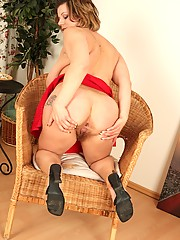 Big breasted milf Vanda is finally home and wants to show you her plump natural body and how her wet bush can take a big black dildo deep inside it.
