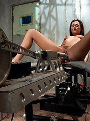 Tori Black machine fucked by HUGE cock on mega-fast machine. Speeds of 500rpm pound her tight hole while she cums.