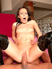 Jenna Presley opens her mouth for cock