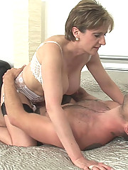 Lady sonia gets a facial cumload
