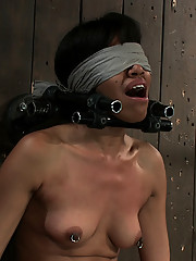 Hot, lean Yasmine de Leon blindfolded for her first Sybian ride and an awesome mind fuck.