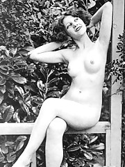 Sexy vintage chicks posing naked in twenties