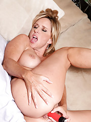 Voluptuous cougar Jodi West bangs her milf pussy with a red vibrator