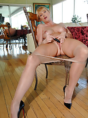 Seductive milf Bethany Sweet pushes down her pantyhose and stuffs her hot hole with a vibrator