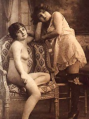 Vintage lesbian nude chicks pose in twenties