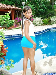 Cindy could not wait to fuck her pussy by the poolside