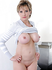 Leggy british mature spreads pussy