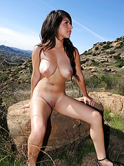 Nubile Layla Rose gets naked outside at a scenic outlook