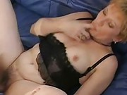 Granny gets her wet pussy fucked