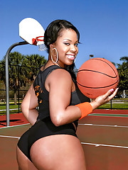 Check out this amazing super hot ass big booty basketball chick nailed hard in this beach side hot amateur fucking picset