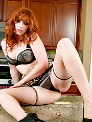 Hot housewife Amber Dawn dildo fucks herself on the kitchen table
