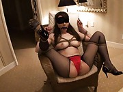 Miho Ashina´s MILF pussy and body is teased and tied up