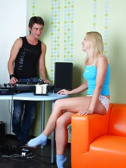 Gorgeous teenager screwing the disc jockey