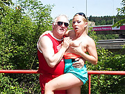 Sporty senior screws a sexy babe near a road