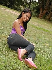 Gigi Spice goes to the park in her tight jeans