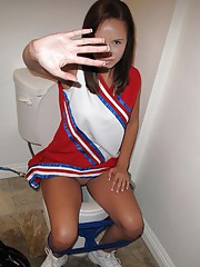 Hot cheerleader outfit round but blowj job in bed